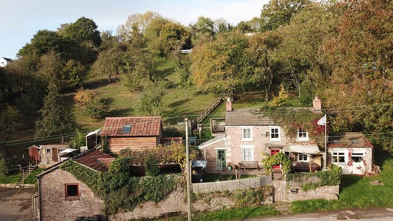 Holiday Cottages, Blakeney Hill, Blakeney, Gloucestershire. GL15 4AH
